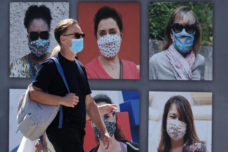"""Ministrul sănătății: """"Posibil ca noua tulpină a coronavirusului să circule și prin Franța"""""""