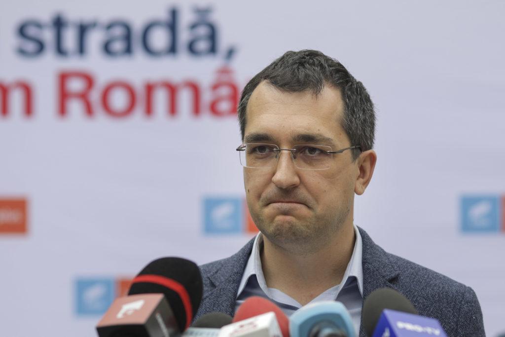 Ministrul Vlad Voiculescu este principalul vinovat ca s-a întârziat vaccinarea populației