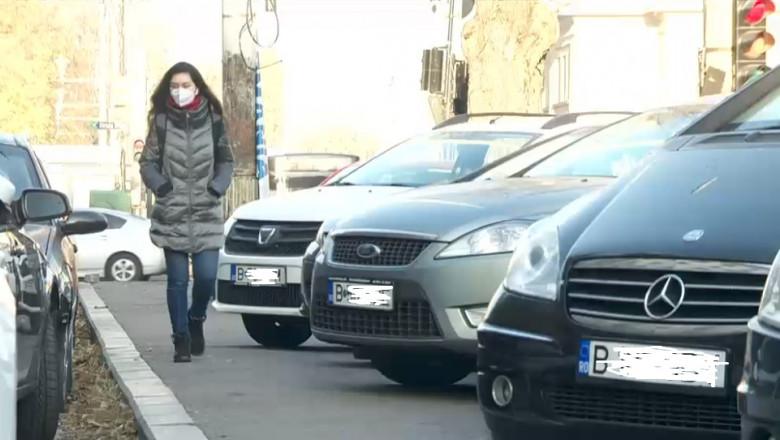 O nouă lege intră în vigoare: Mașinile parcate pe trotuar vor putea fi ridicate