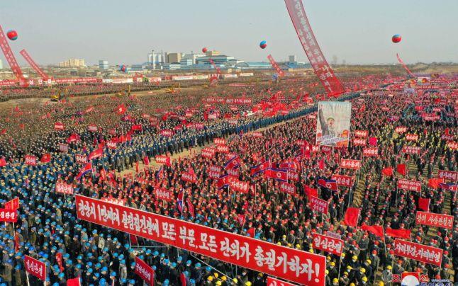 O întreagă unitate de soldaţi nord-coreeni de la graniţă a dezertat în China. Aceştia se plângeau de foame şi epuizare
