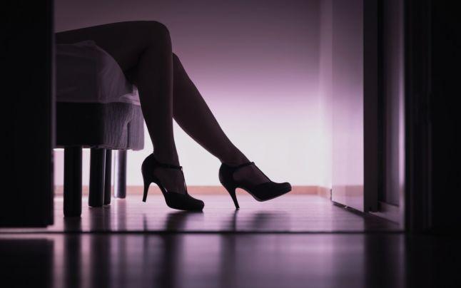 O prostituată şi-a reclamat complicea de furt. Acum Poliţia anchetează sustragerea unei sume de 28.000 de lei si 200 de euro