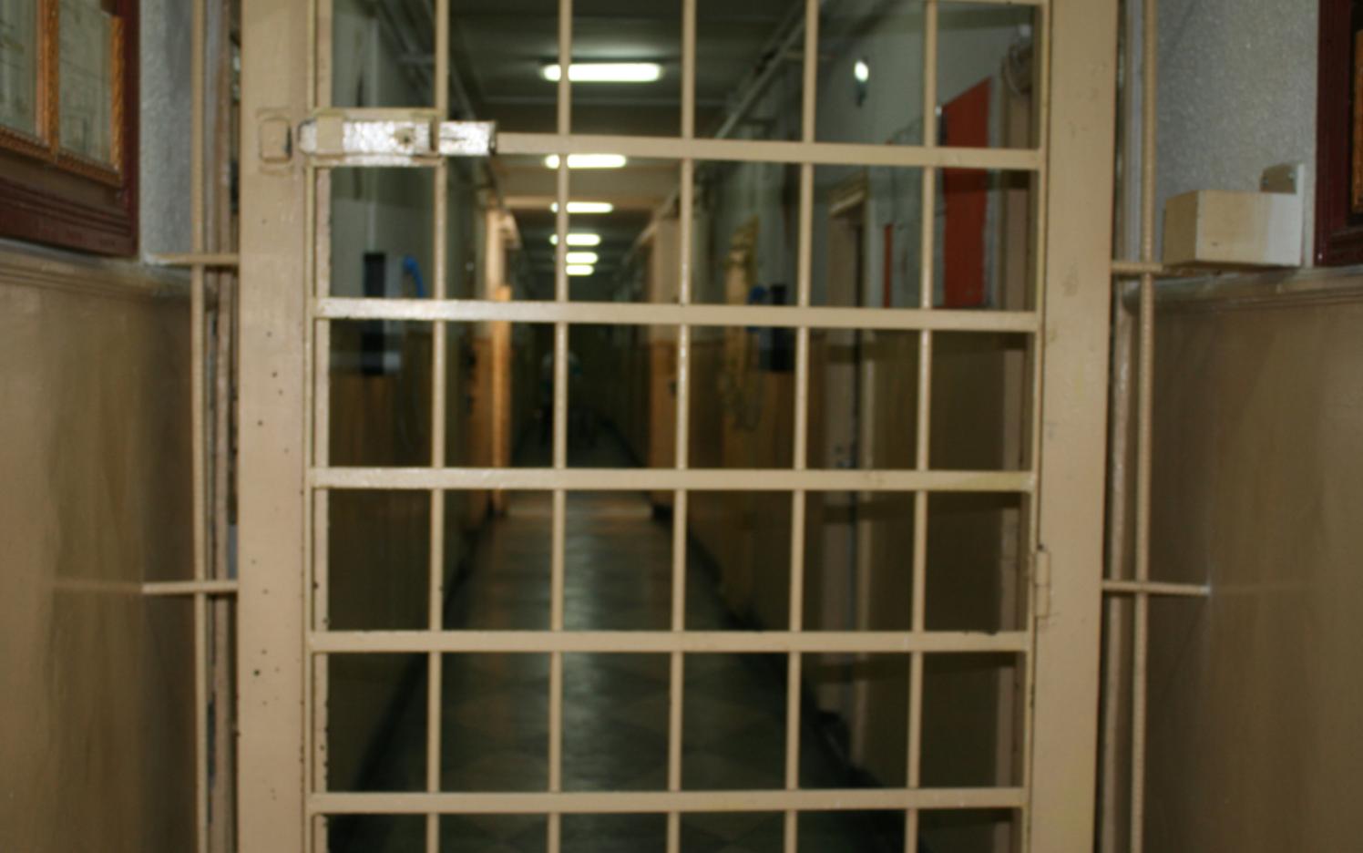 Odiosul caz al criminalului care l-a trimis la inchisoare pe viata pe colegul de celula. A devenit victima in penitenciar la scurt timp dupa ce a injunghiat un barbat