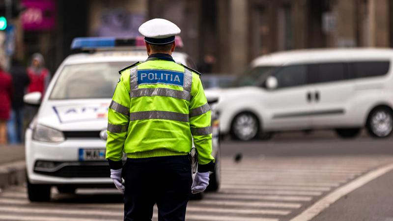 Olt: Un tânăr de 25 de ani a fost găsit spânzurat de mânerul unei maşini