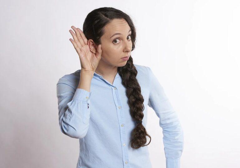 OMS avertizează că un sfert din populaţia globului va avea probleme de auz până în 2050