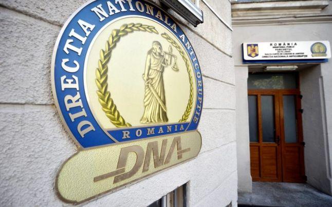 Percheziţii DNA legate de Darius Vâlcov la zeci de instituţii publice si firme apropiate de fostul ministru de Finanţe