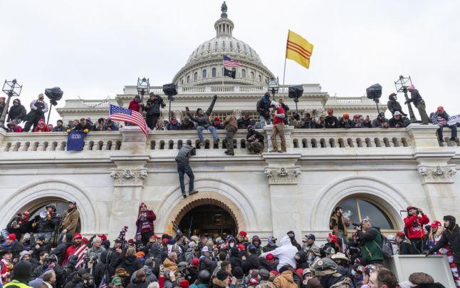 Peste 300 de persoane au fost puse sub acuzare în urma violenţelor de la Capitoliu