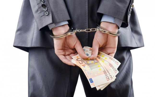 Poliţist reţinut pentru 750 de euro luare de mită intr-un dosar de la Parchet