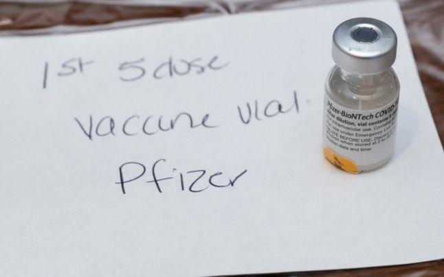 Prima doză de vaccin anti-COVID din SUA a devenit piesă de muzeu