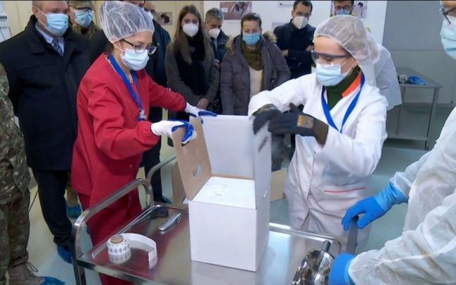 Primele doze de vaccin anti-COVID au ajuns la depozitul central de la Institutul Cantacuzino
