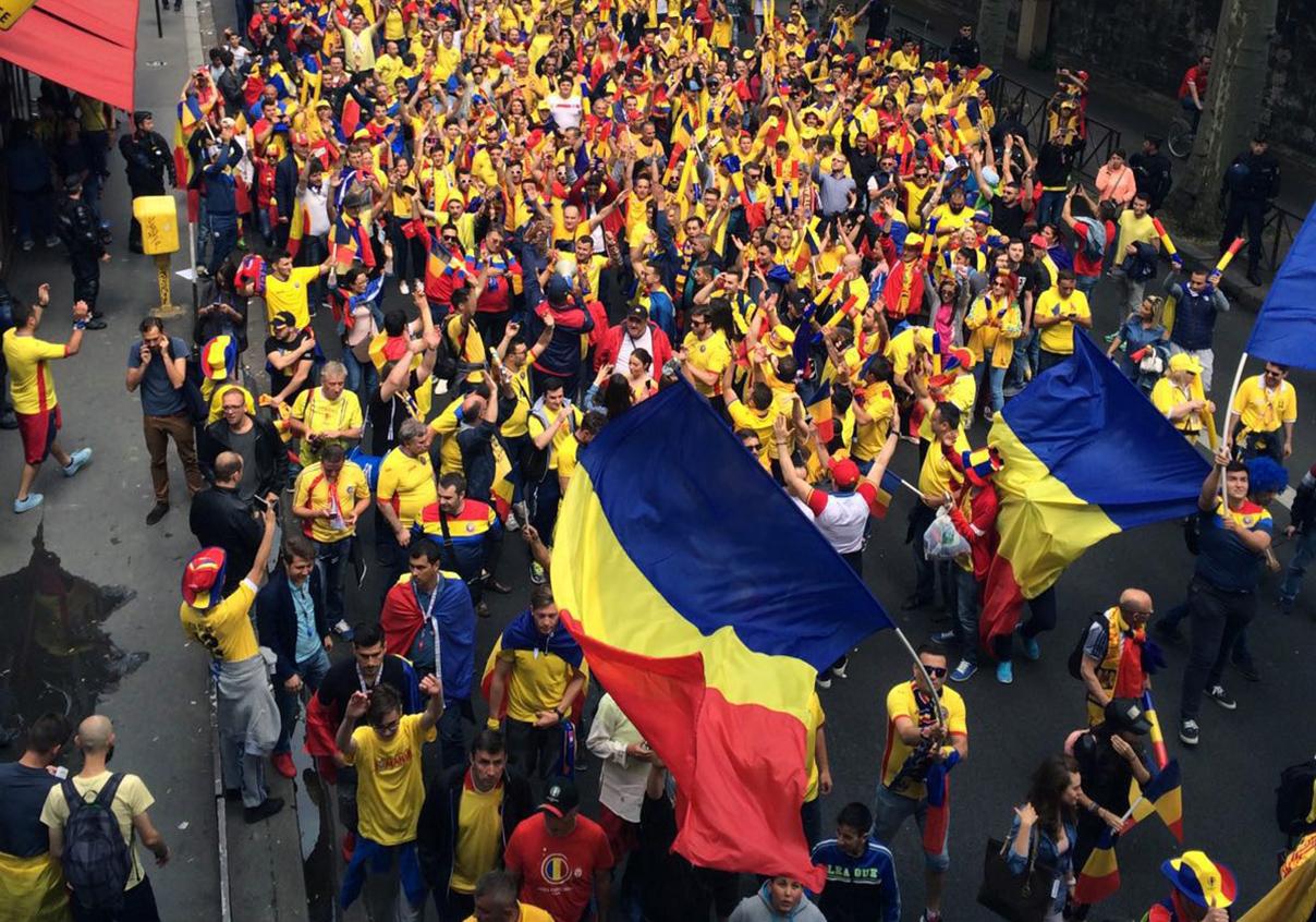 Rom nii au f cut spectacol n paris 3000 de suporteri au for Porte 0 parc des princes