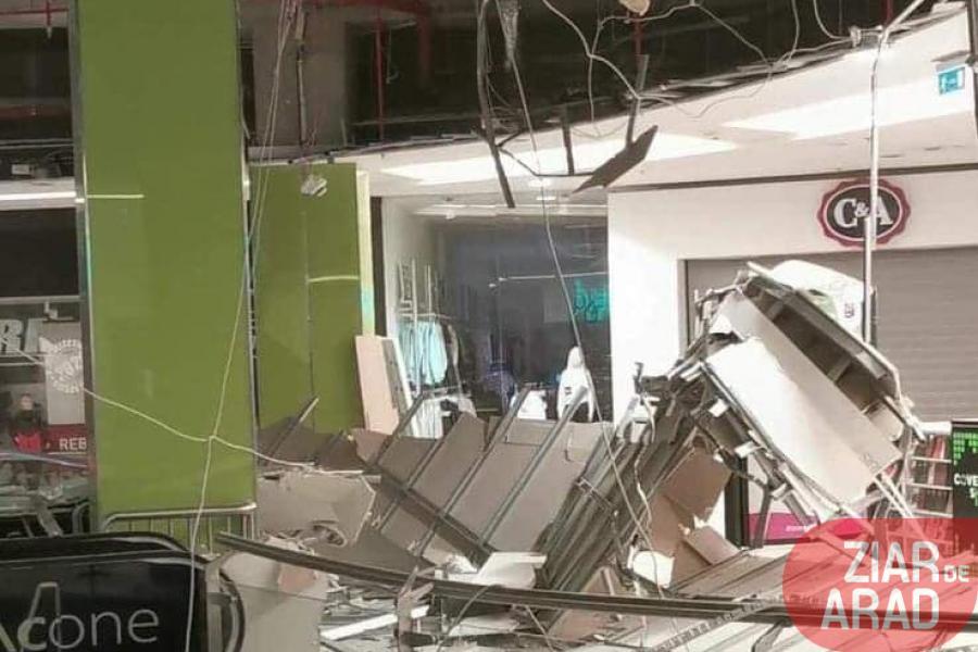 S-a prăbuşit o mare parte din tavanul de la Atrium Mall afectând un intreg etaj