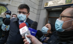 """Scandalul """"Lețcani"""" continuă: Costel Alexe spune că aparatura nou-nouță din spitalul modular e stricată!"""