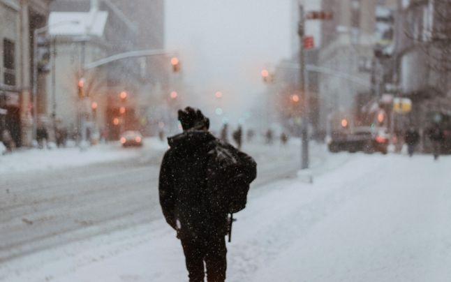 Se strică vremea în Capitală. Avertizare meteo de ninsori, lapoviţă şi polei valabilă de vineri seară