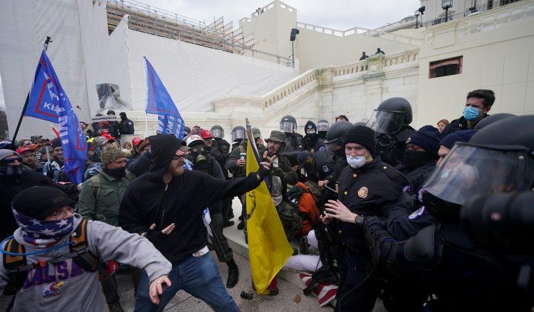 Stare de asediu în Washngton: Anarhiștii au luat cu asalt Congresul american