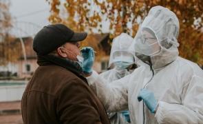 Studiu: Unu din doi români consideră că nu există suficientă informație cu privire la contextul pandemic