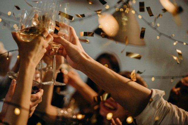 Superstiții și tradiții de Anul Nou. Să aveți bani, să nu mâncați carne de pasăre