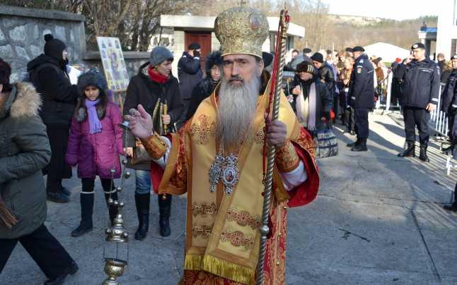 """Toţi preoţii şi călugării din Arhiepiscopia Tomisului, obligaţi să meargă la Peştera Sf. Andrei în """"interes profesional"""""""