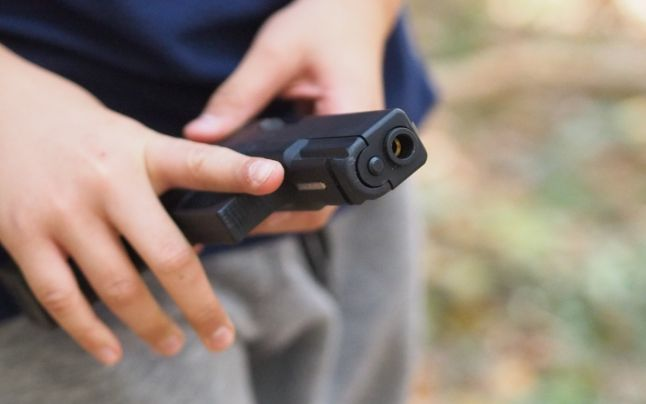 Tragedie la picnic, în Târgu Mureş. Un copil de cinci ani, împuşcat accidental de fratele cu trei ani mai mare