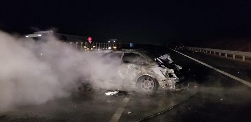 Un copil de 3 ani a decedat pe loc in urma unui accident pe A1 provocat de un tanar fara permis de conducere. Bilanț: doi morti si cinci raniti