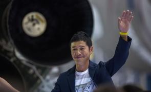 Un miliardar japonez caută 8 persoane pentru a zbura alături de el pe lună