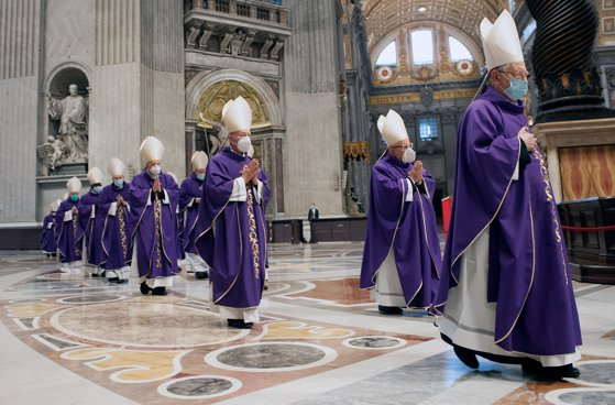 Vaticanul și poziţia pro-vaccinare a Papei Francisc: Angajaţii care nu se imunizează vor fi concediaţi!