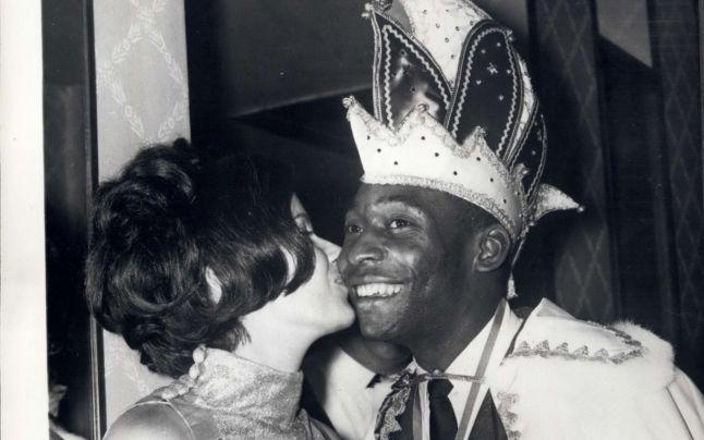 """Viaţa amoroasă a lui Pelé: """"Perla neagră"""" era un """"trofeu"""" râvnit de femei: a divorţat de două ori şi are șapte copii"""