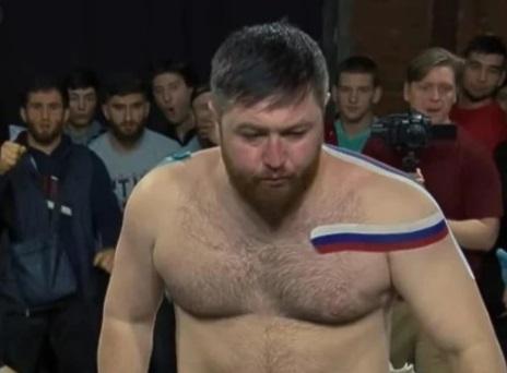 Viata bate filmul! Un campion din MMA injunghiat mortal intr-un bar. Agresorul ucis de fratele sportivului