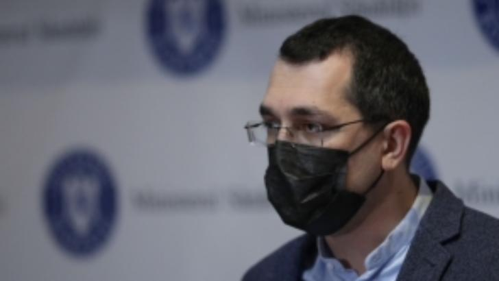 Vlad Voiculescu își bate joc! Niciun medic din centrele de vaccinare nu si-a primit banii de doua luni